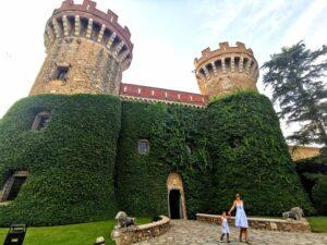 palacio1 300x225 - Visitar Figueres con niños y sus alrededores en un día