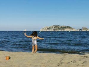 playaestartit 300x225 - Destinos ideales para viajar con niños