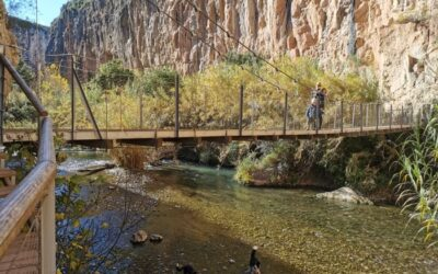 puente colgante chulilla 400x250 - Comunidad Valenciana con niños