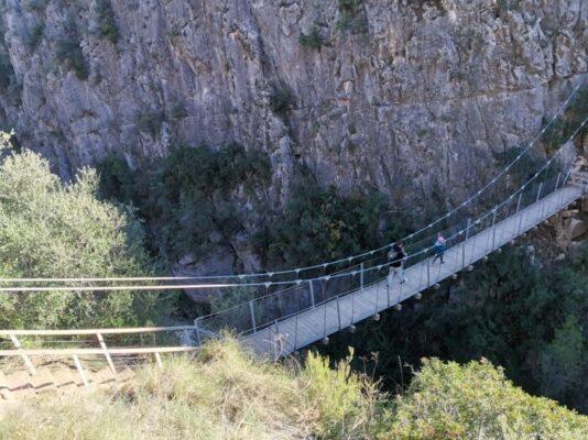 puente colgante chulilla2 534x400 - Los puentes colgantes de Chulilla con niños